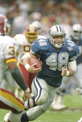 2 Oct 1994:  Running back Daryl Johnston of the Dallas Cowboys moves the ball during a game against the Washington Redskins at RFK Stadium in Washington, D. C.  The Cowboys won the game, 34-7. Mandatory Credit: Jonathan Daniel  /Allsport