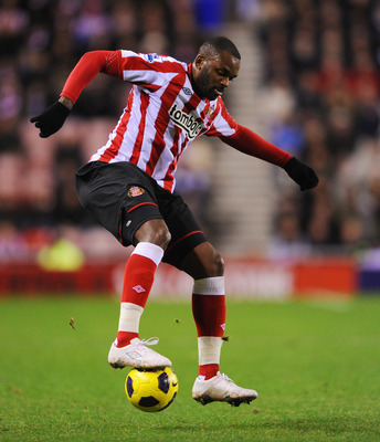SUNDERLAND, ENGLAND - NOVEMBER 22: Darren Bent of Sunderland on the ball during the Barclays Premier League match between Sunderland and Everton at the Stadium of Light on November 22, 2010 in Sunderland, England.  (Photo by Michael Regan/Getty Images)