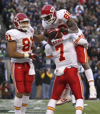 SEATTLE - NOVEMBER 28:  Wide receiver Dwayne Bowe #82 of the Kansas City Chiefs is congratulated by quarterback Matt Cassel #7 and Tony Moeaki #81after scoring a touchdown to take a 34-17 lead against the Seattle Seahawks at Qwest Field on November 28, 20