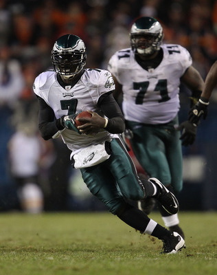 CHICAGO - NOVEMBER 28: Michael Vick #7 of the Philadelphia Eagles runs against the Chicago Bears as teammate Jason Peters #71 trails the play at Soldier Field on November 28, 2010 in Chicago, Illinois. The Bears defeated the Eagles 31-26. (Photo by Jonath