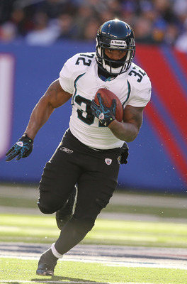 EAST RUTHERFORD, NJ - NOVEMBER 28:  Maurice Jones Drew #32 of the Jacksonville Jaguars in action against  the New York Giants on November 28, 2010 at The New Meadowlands Stadium in East Rutherford, New Jersey.  (Photo by Al Bello/Getty Images)