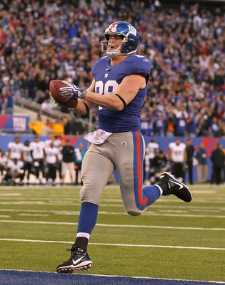 EAST RUTHERFORD, NJ - NOVEMBER 28:  Kevin Boss #89 of the New York Giants scores the game winning touchdown against the Jacksonville Jaguars putting the Giants ahead 24-20  during the fourth Quarter of their game on November 28, 2010 at The New Meadowland