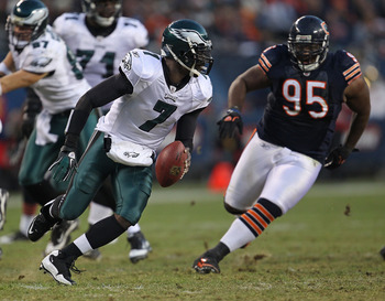 CHICAGO - NOVEMBER 28: Michael Vick #7 of the Philadelphia Eagles runs to avoid Anthony Adams #95 of the Chicago Bears at Soldier Field on November 28, 2010 in Chicago, Illinois. The Bears defeated the Eagles 31-26. (Photo by Jonathan Daniel/Getty Images)