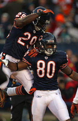 CHICAGO - NOVEMBER 28: Chester Taylor #29 and Earl Bennett #80 of the Chicago Bears celebrate a touchdown catch by Bennett against the Philadelphia Eagles at Soldier Field on November 28, 2010 in Chicago, Illinois. The Bears defeated the Eagles 31-26. (Ph