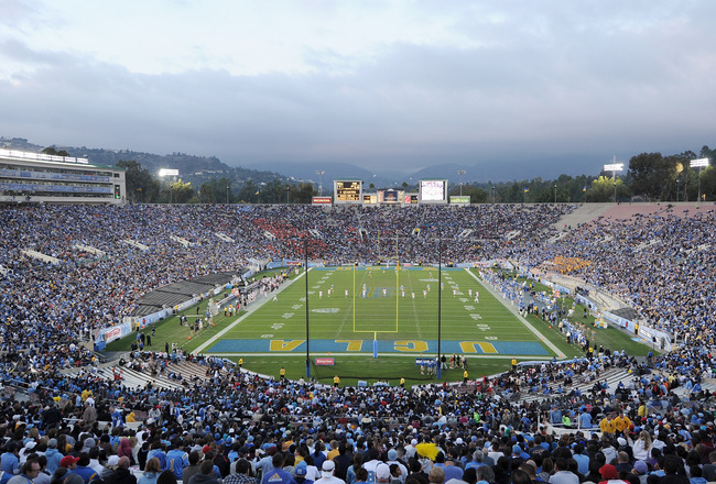 PASADENA, CA - NOVEMBER 06:  General view of the stadium during the game between the Oregon State Beavers and the UCLA Bruins at the Rose Bowl on November 6, 2010 in Pasadena, California.  (Photo by Harry How/Getty Images)