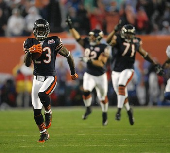 Devin Hester (#23) returns an opening kickoff for a touchdown in Superbowl XLI