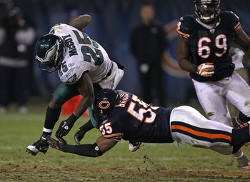 CHICAGO - NOVEMBER 28: Lance Briggs #55 of the Chicago Bears tackles  LeSean McCoy #25 of the Philadelphia Eagles at Soldier Field on November 28, 2010 in Chicago, Illinois. The Bears defeated the Eagles 31-26. (Photo by Jonathan Daniel/Getty Images)