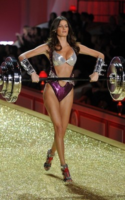 2010-victorias-secret-fashion-show-8_display_image