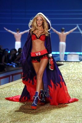 The-2010-victorias-secret-fashion-show-and-special-pictures-18_display_image