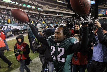 PHILADELPHIA - NOVEMBER 07:  Asante Samuel #22 of the Philadelphia Eagles celebrates after defeating the Indianapolis Colts on November 7, 2010 at Lincoln Financial Field in Philadelphia, Pennsylvania. The Eagles defeated the Colts 26-24.  (Photo by Jim M