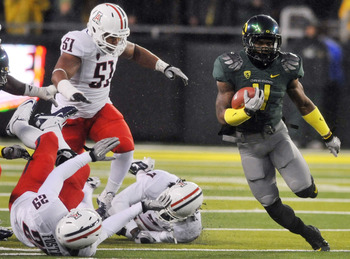 EUGENE, OR - NOVEMBER 26: Wide receiver Josh Huff #4 of the Oregon Ducks breaks into the open in the third quarter of the game against the Arizona Wildcats at Autzen Stadium on November 26, 2010 in Eugene, Oregon. The Ducks won the game 48-29. (Photo by S