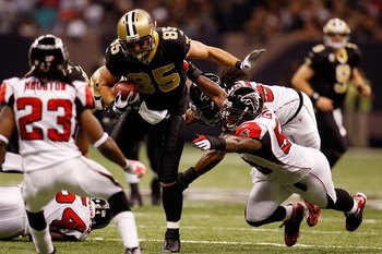 NEW ORLEANS - NOVEMBER 02:  David Thomas #85 of the New Orleans Saints is tackled by Curtis Lofton #50 of the Atlanta Falcons at Louisana Superdome on November 2, 2009 in New Orleans, Louisiana.  (Photo by Chris Graythen/Getty Images)