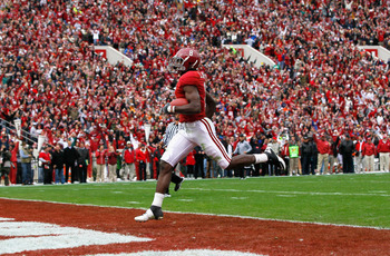 TUSCALOOSA, AL - NOVEMBER 26:  Julio Jones #8 of the Alabama Crimson Tide crosses the goal line for a touchdown against the Auburn Tigers at Bryant-Denny Stadium on November 26, 2010 in Tuscaloosa, Alabama.  (Photo by Kevin C. Cox/Getty Images)