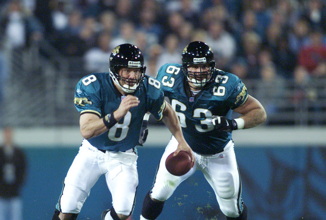 03 Dec 2001 : Quarterback Mark Brunell #8 of the Jacksonville Jaguars breaks into a sprint against the Green Bay Packers during the game at Alltel Stadium in Jacksonville, Florida. DIGITAL IMAGE. Mandatory Credit: Andy Lyons/Allsport