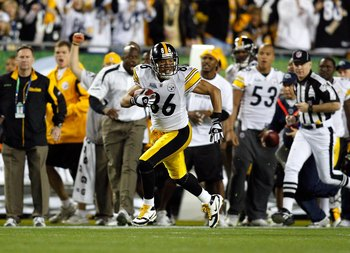 TAMPA, FL - FEBRUARY 01:  Wide receiver Hines Ward #86 of the Pittsburgh Steelers runs for yards after the catch against the Arizona Cardinals during Super Bowl XLIII on February 1, 2009 at Raymond James Stadium in Tampa, Florida. Steelers won 27-23. (Pho