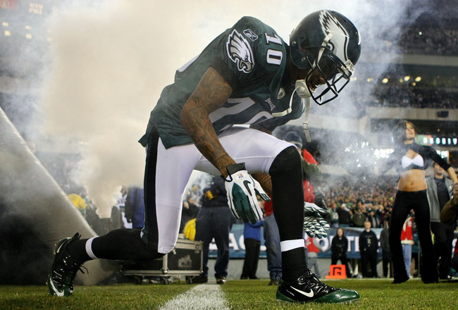 PHILADELPHIA - NOVEMBER 21:  DeSean Jackson #10 of the Philadelphia Eagles is introduced before playing against the New York Giants at Lincoln Financial Field on November 21, 2010 in Philadelphia, Pennsylvania.  (Photo by Nick Laham/Getty Images)