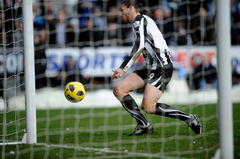 NEWCASTLE UPON TYNE, ENGLAND - NOVEMBER 28:  Andy Carroll of Newcastle United scores the opening goal during the Barclays Premier League match between Newcastle United and Chelsea at St James' Park on November 28, 2010 in Newcastle, England.  (Photo by La