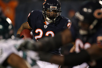 CHICAGO - NOVEMBER 28: Matt Forte #22 of the Chicago Bears runs against the Philadelphia Eagles at Soldier Field on November 28, 2010 in Chicago, Illinois. The Bears defeated the Eagles 31-26. (Photo by Jonathan Daniel/Getty Images)