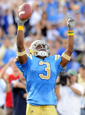 PASADENA, CA - NOVEMBER 08:   Rahim Moore #3 of the UCLA Bruins celebrates after an interception against the Oregon State Beavers at the Pasadena Rose Bowl on November 8, 2008 in Pasadena, California.  (Photo by Lisa Blumenfeld/Getty Images)