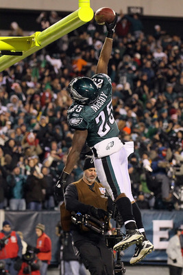 PHILADELPHIA, PA - DECEMBER 02:  Lesean Mccoy #25 of the Philadelphia Eagles dunks the ball over the goal post in celebration of scoring a 4-yard rushing touchdown in the second quarter against the Houston Texans at Lincoln Financial Field on December 2,