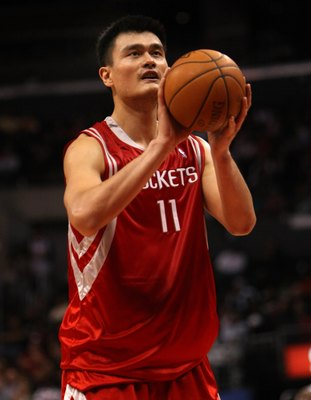 LOS ANGELES, CA - NOVEMBER 07:  Yao Ming #11 of the Houston Rockets shoots a foul shot against the Los Angeles Clippers on November 7, 2008 at Staples Center in Los Angeles, California.  The Rockets won 92-83.  NOTE TO USER: User expressly acknowledges an