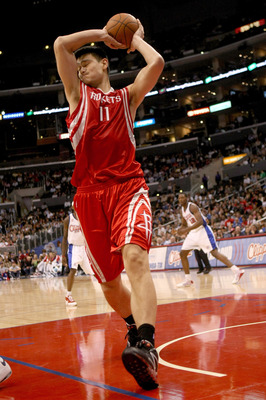 LOS ANGELES, CA - NOVEMBER 07:  Yao Ming #11 of the Houston Rockets grabs a rebound against the Los Angeles Clippers on November 7, 2008 at Staples Center in Los Angeles, California.  The Rockets won 92-83.   NOTE TO USER: User expressly acknowledges and