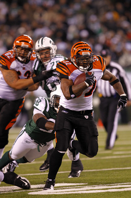 EAST RUTHERFORD, NJ - NOVEMBER 25:  Cedric Benson #32 of the Cincinnati Bengals runs with the ball against the New York Jets at New Meadowlands Stadium on November 25, 2010 in East Rutherford, New Jersey. The Jets defeated the Bengals 26-10.  (Photo by Ch