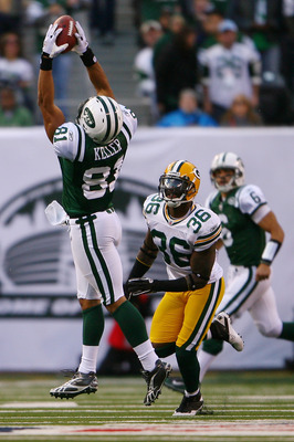EAST RUTHERFORD, NJ - OCTOBER 31:  Dustin Keller #81 of the New York Jets catches a pass from Mark Sanchez during the fourth quarter of a game against the Green Bay Packers on October 31, 2010 at the New Meadowlands Stadium in East Rutherford, New Jersey.