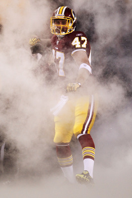 LANDOVER, MD - NOVEMBER 15: Chris Cooley #47 of the Washington Redskin runs onto the field against the Philadelphia Eagles on November 15, 2010 at FedExField in Landover, Maryland.  (Photo by Chris McGrath/Getty Images)