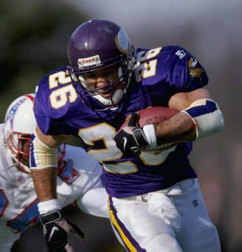 26 Dec 1998:  Robert Smith #26 of the Minnesota Vikings in action during the game against the Tennessee Oilers at the Vanderbilt Stadium in Nashville, Tennessee. The Vikings defeated the Oilers 26-16. Mandatory Credit: Andy Lyons  /Allsport