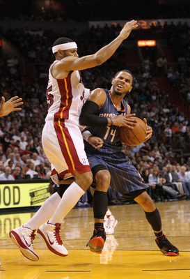 MIAMI - NOVEMBER 19:  D.J. Augustin #14 of the Charlotte Bobcats dribbles around Eddie House #55 of the Miami Heat  at American Airlines Arena on November 19, 2010 in Miami, Florida. NOTE TO USER: User expressly acknowledges and agrees that, by downloadin