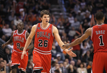 PHOENIX - NOVEMBER 24:  Kyle Korver #26 of the Chicago Bulls high fives teammates during the NBA game against the Phoenix Suns at US Airways Center on November 24, 2010 in Phoenix, Arizona. NOTE TO USER: User expressly acknowledges and agrees that, by dow