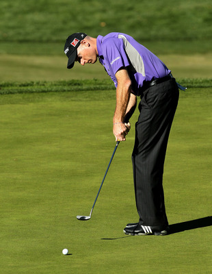 THOUSAND OAKS, CA - DECEMBER 02:  Jim Furyk putts on the fifth hole during the Chevron World Challenge at Sherwood Country Club on December 2, 2010 in Thousand Oaks, California.  (Photo by Stephen Dunn/Getty Images)