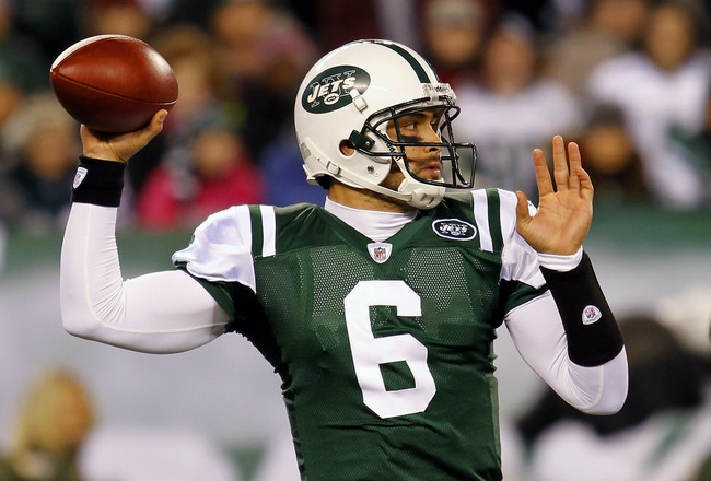 EAST RUTHERFORD, NJ - NOVEMBER 25: Quarterback Mark Sanchez #6 of the New York Jets looks to throw a pass against the Cincinnati Bengals at New Meadowlands Stadium on November 25, 2010 in East Rutherford, New Jersey.  (Photo by Chris Trotman/Getty Images)