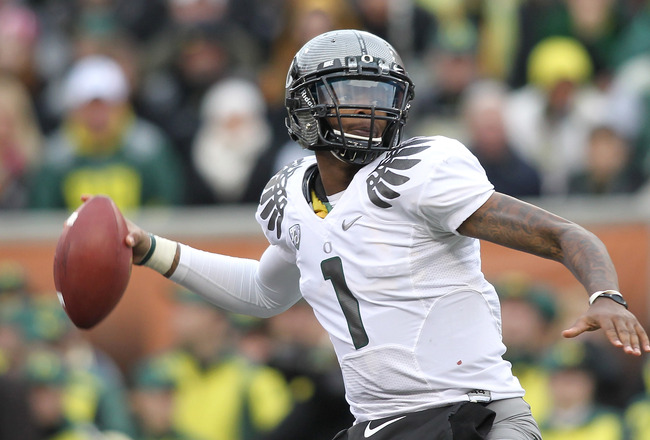 CORVALLIS, OR - DECEMBER 04:  Darron Thomas #1 of the Oregon Ducks throws a pass against the Oregon State Beavers during the 114th Civil War on December 4, 2010 at the Reser Stadium in Corvallis, Oregon.  (Photo by Jonathan Ferrey/Getty Images)