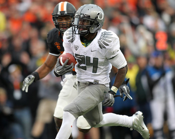 CORVALLIS, OR - DECEMBER 04:  Kenjon Barner #24 of the Oregon Ducks runs for a touchdown against the Oregon State Beavers during the 114th Civil War on December 4, 2010 at the Reser Stadium in Corvallis, Oregon.  (Photo by Jonathan Ferrey/Getty Images)