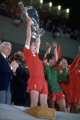 27 May 1981:  Phil Thompson captain of Liverpoool victoriously raises the European Cup after the final between Liverpool and Real Madrid in Paris. Liverpool won the match 1-0. \ Mandatory Credit: Allsport UK /Allsport