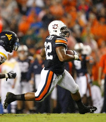 AUBURN, AL - SEPTEMBER 19:  Eric Smith #32 of the Auburn Tigers against the West Virginia Mountaineers at Jordan-Hare Stadium on September 19, 2009 in Auburn, Alabama.  (Photo by Kevin C. Cox/Getty Images)