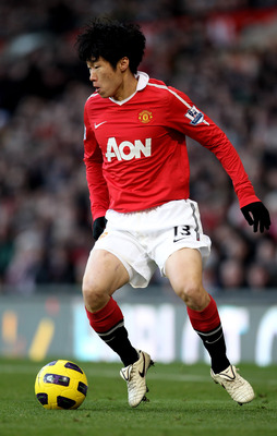 MANCHESTER, ENGLAND - NOVEMBER 27:  Ji-Sung Park of Manchester United in action during the Barclays Premier League match between Manchester United and Blackburn Rovers at Old Trafford on November 27, 2010 in Manchester, England.  (Photo by Alex Livesey/Ge
