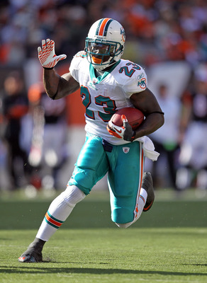 CINCINNATI - OCTOBER 31:  Ronnie Brown #23 of the Miami Dolphins runs with the ball during the NFL game against the Cincinnati Bengals at Paul Brown Stadium on October 31, 2010 in Cincinnati, Ohio.  (Photo by Andy Lyons/Getty Images)