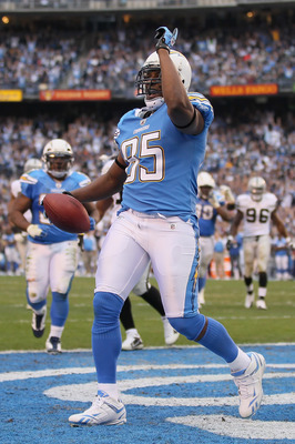 SAN DIEGO - DECEMBER 05:  Tight end Antonio Gates #85 of the San Diego Chargers celebrates a touchdown in the fourth quarter against the Oakland Raiders at Qualcomm Stadium on December 5, 2010 in San Diego, California. The Raiders defeated the Chargers 28