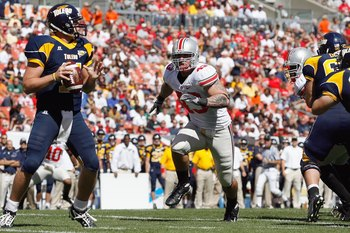 CLEVELAND - SEPTEMBER 19: Nathan Williams #43 of the Ohio State Buckeyes rushes quarterback Aaron Opelt #11 the Toledo Rockets at Cleveland Browns Stadium on September 19, 2009 in Cleveland, Ohio. The Ohio State Buckeyes shutout the Toledo Rockets 38-0. (