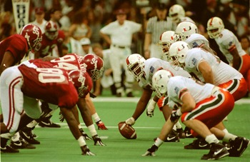 1 JAN 1993:  THE UNIVERSITY OF ALABAMA AND THE UNIVERSITY OF MIAMI SQUARE OFF IN THE 1993 SUGAR BOWL IN THE SUPERDOME IN NEW ORLEANS, LOUISIANA. THE CRIMSON TIDE DEFEATED THE HURRICANES 34-13.  MandatoryCredit: Tim Defrisco/ALLSPORT