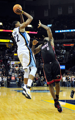 MEMPHIS, TN - NOVEMBER 20:  Rudy Gay #22 of the Memphis Grizzlies makes the game-winning basket over LeBron James #6 of the Miami Heat as time expires at FedExForum on November 20, 2010 in Memphis, Tennessee. The Grizzlies won 97-95. NOTE TO USER: User ex
