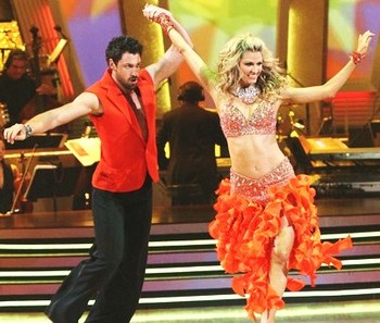 Erin_andrews_weight_loss_dancing_with_the_stars_outfit_display_image