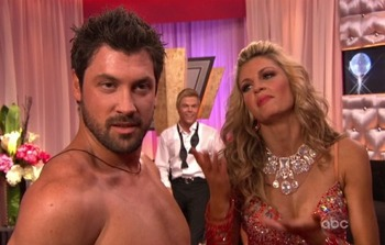 Erin-andrews-and-maksim-chmerkovskiy-dance-the-samba-and-freestyle-on-dancing-with-the-stars_display_image