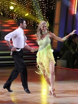 Resized_erin_andrews_on_dancing_with_the_stars_display_image