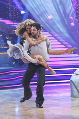 Erin-andrews-maskim-chmerkovskiy-dancing-with-the-stars_display_image