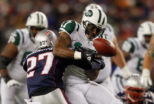 FOXBORO, MA - DECEMBER 06:  Kyle Arrington #27 of the New England Patriots breaks up a pass intended for Braylon Edwards #17 of the New York Jets in the first half at Gillette Stadium on December 6, 2010 in Foxboro, Massachusetts.  (Photo by Jim Rogash/Ge