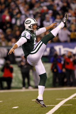 EAST RUTHERFORD, NJ - NOVEMBER 25: Steve Weatherford #9 of the New York Jets punts against the Cincinnati Bengals at New Meadowlands Stadium on November 25, 2010 in East Rutherford, New Jersey. The Jets defeated the Bengal 26-10.  (Photo by Chris Trotman/